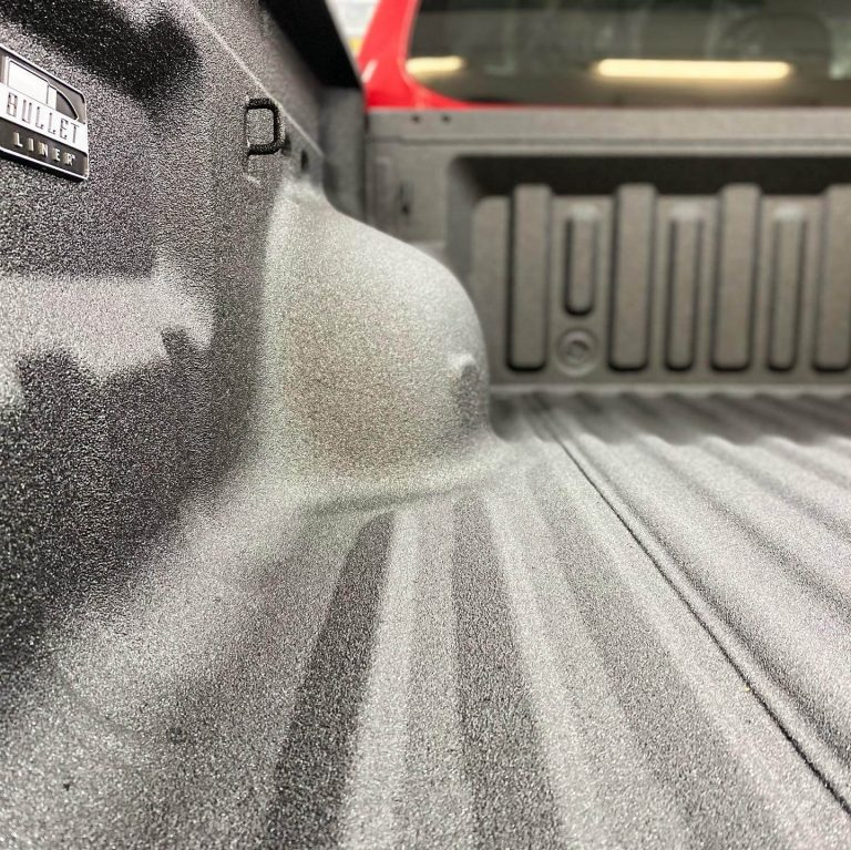 Sarkans Mitsubishi L200 2021 gada kravas kastes pārsegs