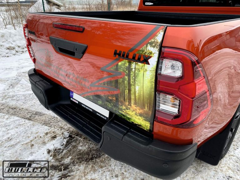 Toyota Hilux Black Edition 2021 aizmugurējais bamperis