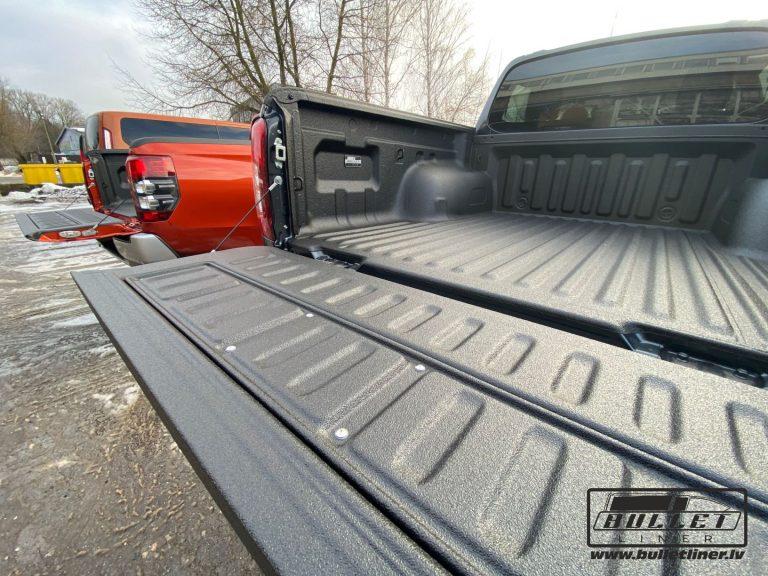 Mitsubishi L200 kravas kastes aizsargpārklājuma uzklāšana